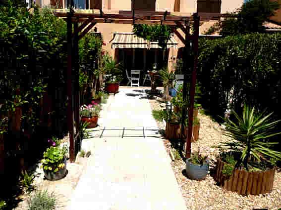 Location studio avec jardin à La Londe les Maures